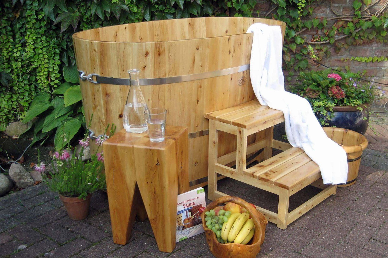 sauna tauchbecken garten tauchbecken im garten stabile als mini pool hochbeet teich sauna. Black Bedroom Furniture Sets. Home Design Ideas